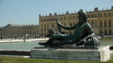 Main fountain at Versailles palace gardens — Stock Video
