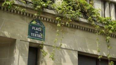 Place du Tetre sign at Montmartre. paris, France — Stock Video