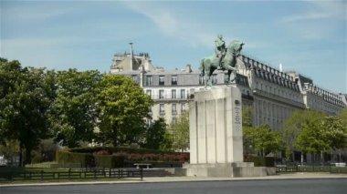 Statue of marshal Ferdinand Foch — Stock Video