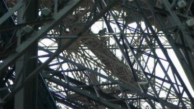 Detail des Eiffelturms — Stockvideo