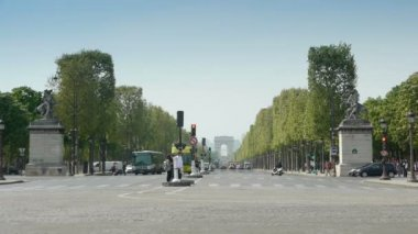 The Champs - Elysees and Arc de Triomphe in Paris — Stock Video