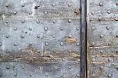 Cross lombardy   arsago seprio   knocker in a  door   wood ital — Foto Stock