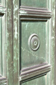 Busto  door curch  closed wood italy  lombardy  — Foto Stock