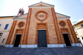 Church  in  the vergiate old   closed brick tower  italy  lomba — Stock Photo