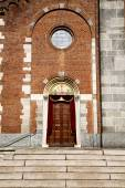Church  in  the samarate   old   closed brick tower — Stock Photo