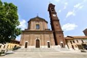 Samarate の古い教会で閉じた塔歩道イタリア lo — ストック写真