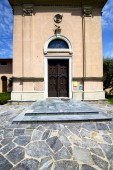 Lombardy    in  the jerago old   church  closed brick   sidewal — Stock Photo