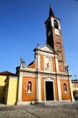 In  the mozzate  old   church    — Stockfoto