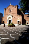 lombardy    the castellanza    old   church  closed brick tower — Stock Photo
