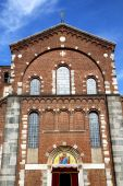 Rose window  italy  lombardy     in  the legnano old   church    — Stock Photo