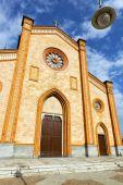 Villa cortese italy   church  varese   lamp — Stock Photo