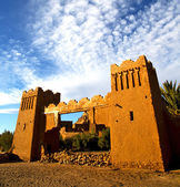 Αφρική στη histoycal maroc παλαιάς κατασκευής και το σύννεφο μπλε — Φωτογραφία Αρχείου