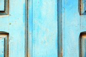 Stripped paint in the blue wood door and   — Stockfoto