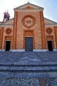 Church  in  the vergiate old   closed brick tower sidewalk  lom — Stock Photo