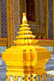 gold    temple   in   bangkok  thailand incision of   temple  — Stock Photo