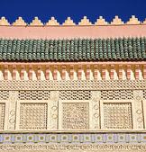 青空のアフリカ古い建設のモロッコ アーチ — ストック写真