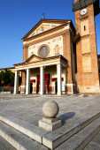 Parabiago in  the old   church   brick tower sidewalk italy  lom — Stock Photo