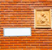 Milan   italy old church concrete wall  brick       madonna — Stock Photo