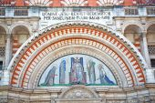 Door westminster  cathedral in london   religion — Stock Photo
