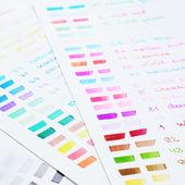 Палитра рисованные маркеры почувствовал руку с различными цветами — Стоковое фото