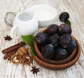 Ingredientes para al horno con ciruelas — Foto de Stock