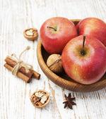 Röda äpplen — Stockfoto