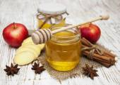Fresh honey with  spices and apples — Stock Photo
