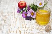Honey with flowers — Stock Photo