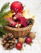 Decoração de natal na cesta — Foto Stock
