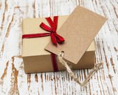 Vintage gift box package with blank  tag — Photo