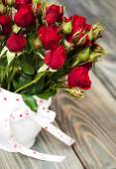 花瓶里的红玫瑰 — 图库照片