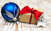 Christmas baubles  with  gift box — Stock Photo