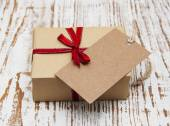 Vintage gift box package with blank  tag — Stock Photo