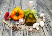 Olive oil and vegetables — Stock Photo