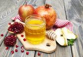 Honey apple and pomegranate — Stock Photo