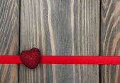 červené srdce a stuha — Stock fotografie