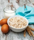 Bowl of oats  — Stock Photo