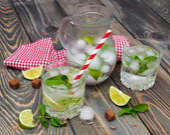 Cold fresh lemonade drink — Stock Photo