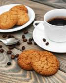 Cup of coffee and oatmeal cookies — Stock Photo