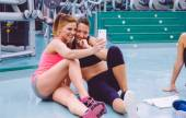 Women friends taking a selfie with the smartphone — Stock Photo