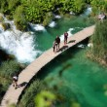 Beautiful landscapes waterfall, rock walls, stunning nature views in National park Plitvice lakes - Plitvička jezera — Stock Photo #52969937