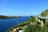 Vista sulla città croata dubrovnik vicino a riva del mare Adriatico — Foto Stock