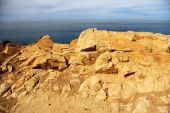 High cliffs near Atlantic ocean shore — Stock Photo