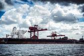 Cargo ship in harbor — Stock Photo