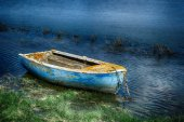 Old painted fishing boat — Stock Photo
