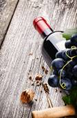 Bottle of wine with fresh grape — Stock Photo