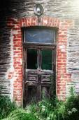 Wooden door in abandoned house — Foto Stock
