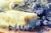 Setting with natural soap and fresh lavender — Foto Stock
