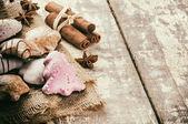 Ciasteczka świąteczne i przyprawy — Zdjęcie stockowe