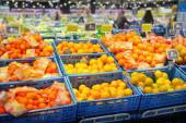 Various citrus fruits in supermarket — Stock Photo